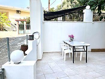 Een van de twee terrassen Crete Joy Georgioupolis
