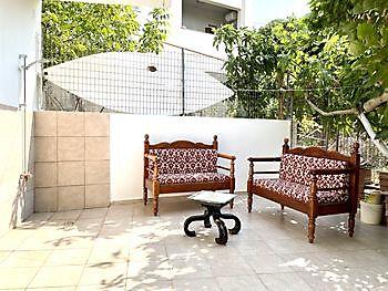 Lekker buiten zitten op een van de terrassen van het appartement Crete Joy Georgioupolis